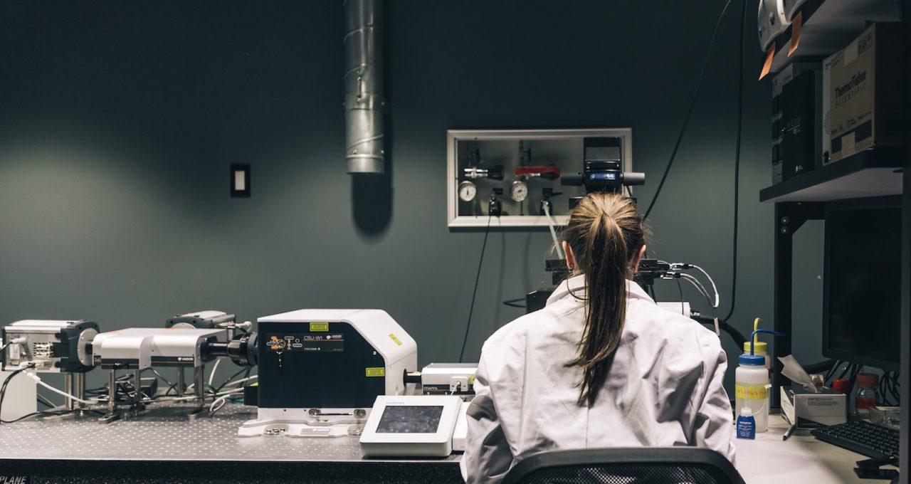 Image-une-female-scientist-at-work-in-lab_4460x4460-1-1280x680.jpg